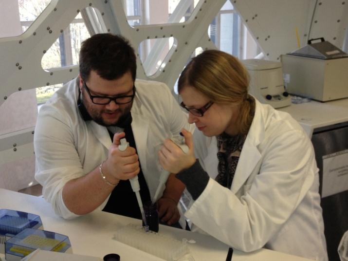 Städtisches Münchenkolleg: Biologie: Arbeit im Gen-Labor